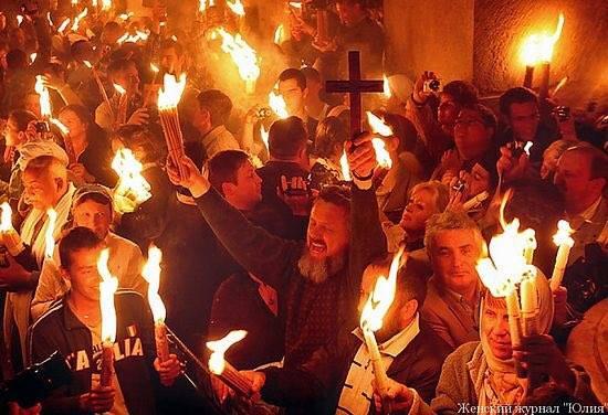 Le Feu sacré a une nouvelle fois illuminé le Saint Sépulcre DaMqthTXUAAMSl-