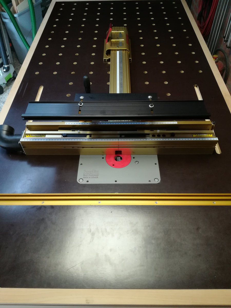 Carls woodshop on twitter the router table of the workbench is incra ls positioner with wonder fence incra mitettrack jessem router plate from gereedschappro festool of1400 router an diy router lift greentooth Images
