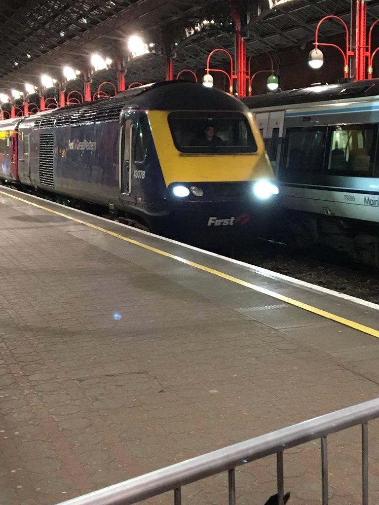 DaR3qGCWsAAfRLz - Marylebone station's anniversary