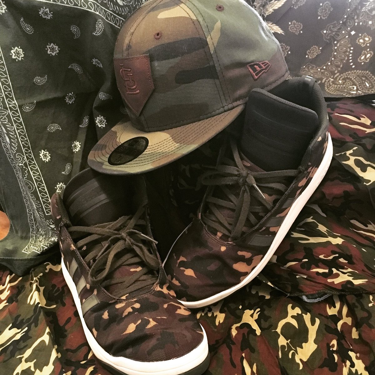 f0f171f7d26 Adidas Veritas Mid. I am THE #sneakersmatchmyhatjedi. love #dopesneakers  that match #flatbillfittedhats #sneakerhead #shoegame #fittedfamily #newera  ...