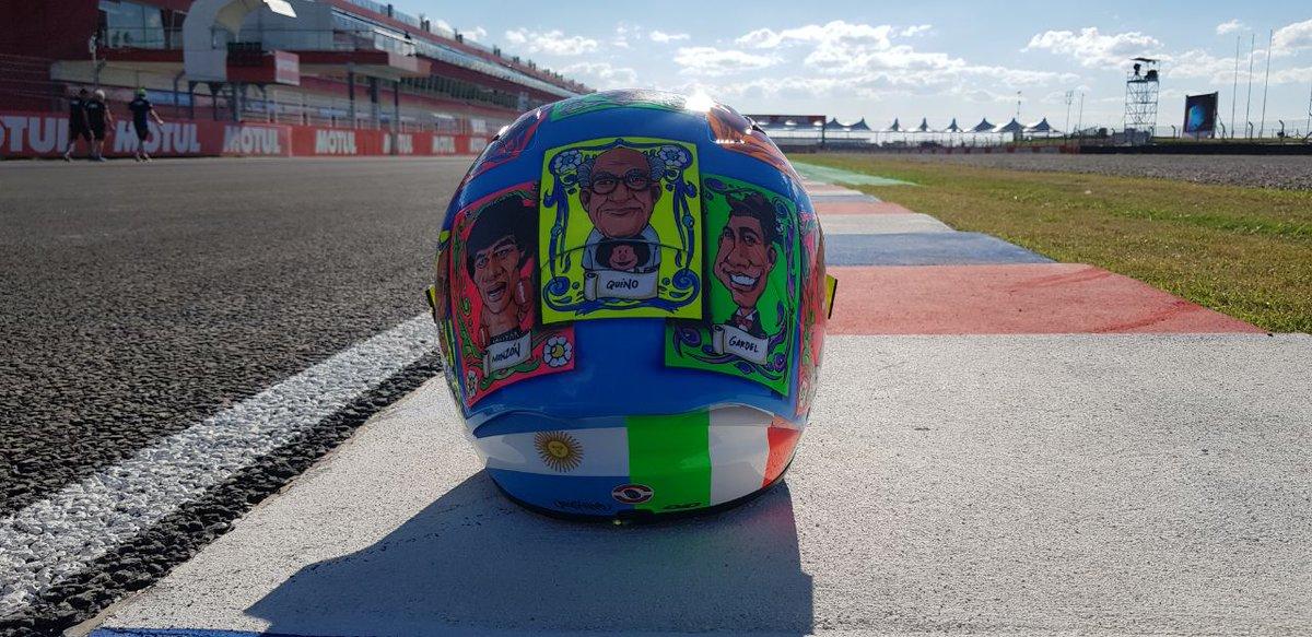 #MotoGPxESPN ¿Te lo perdiste? Este es el casco de @andreaiannone29 para el #ArgentinaGP. ¡Es una maravilla y tiene muchos personajes de la historia argentina! Y además el retrato de su novia, Belén Rodríguez Real.