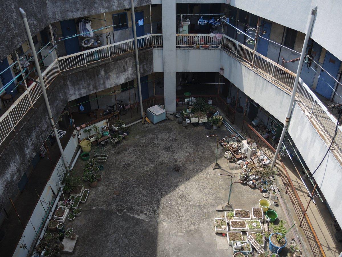 埼玉県某所にある廃墟感たっぷりのビルに行ってきた(なんと現役の集合住宅だ!)