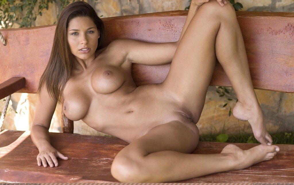 Young nudeayliss milano, thick nude women