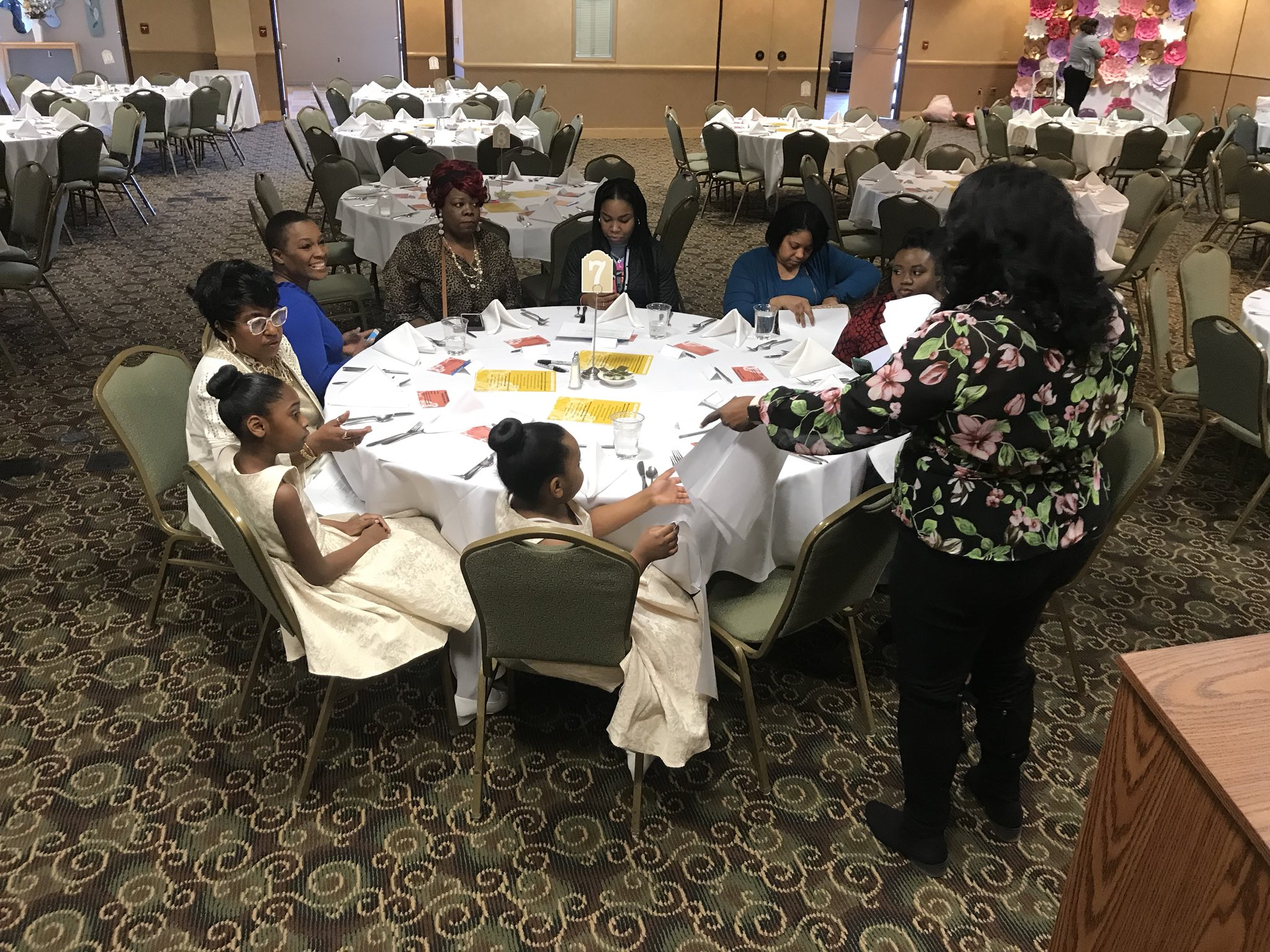 Our host committee here in Flint preparing to welcome Black women here for the #BlackWomensBrunch https://t.co/Iwv5yJ4N9n