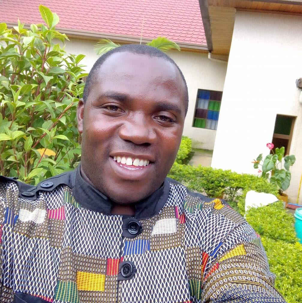 Abbé Étienne Nsengiyumva du diocèse de #Goma. Assassiné ce dimanche 8 avril à Kitchanga (Masisi, Nord-Kivu), par des hommes armés son identifiés. Il venait de célébrer la messe, en ce deuxième dimanche de Pâques. Un martyr de plus, parmi les millions des nôtres. Paix à son âme !