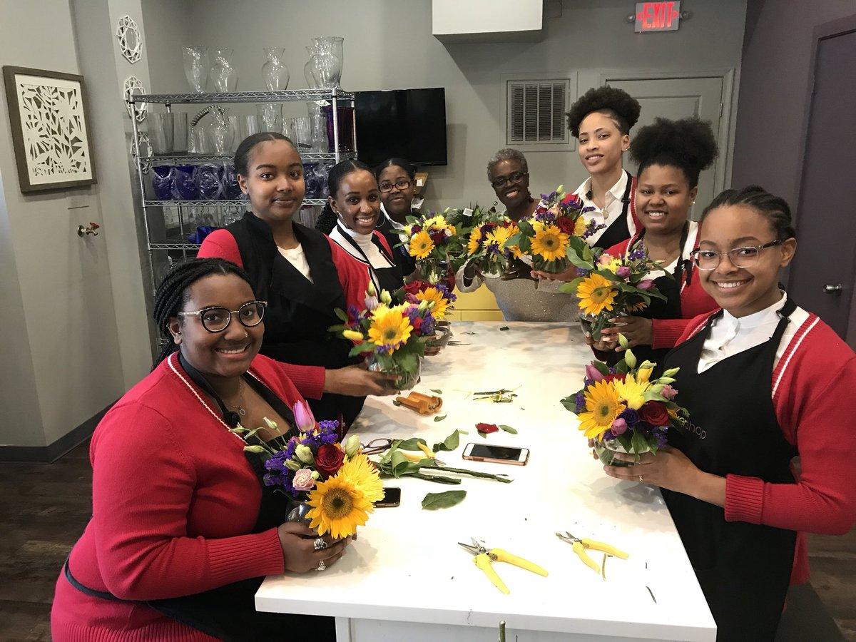 Lee S Flower Shop On Twitter Very Fun Class Taught By Samarah