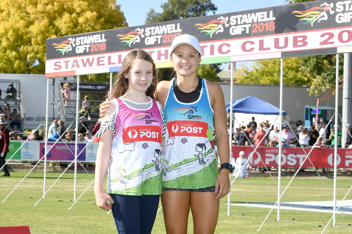 Stawellgift stawellgift twitter by the 6 girls in the final of the australia post womens gift 2018 here is maddie with 2018 champion elizabeth ej forsythpicittermdlsmbwozo negle Images