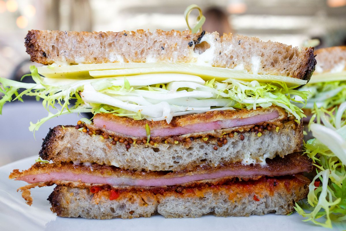 center sandwich black singles Steven a olafsen, which also operates under the name olafsen building & remodeling, is located in center sandwich, new hampshire this organization primarily operates in the new construction, single-family houses business / industry within the construction - general contractors & operative builders.