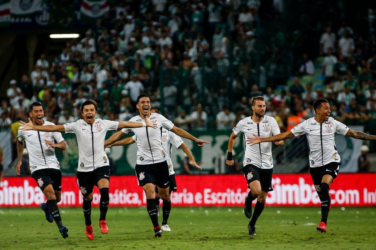 Corre pro abraço que aqui é bicampeão! Aqui é Corinthians!  #BicampeãoDaFé  Foto: Rodrigo Gazzanel/Agência Corinthians
