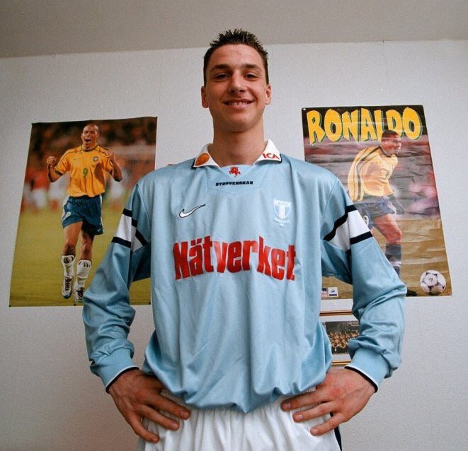 "Dugout on Twitter: ""Zlatan Ibrahimović posing infront of his idol Ronaldo ?… """