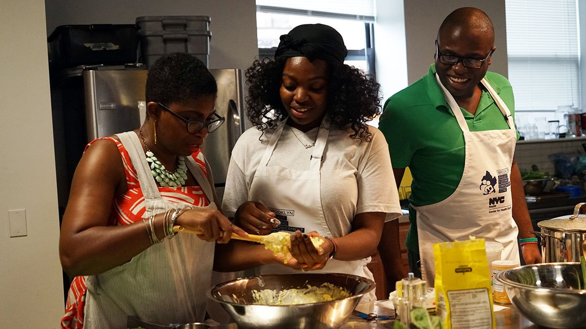 #Brooklyn dads! Looking to improve your skills in the kitchen? 🔪🥘🥗 Check out our next Brooklyn Daddy Iron Chef class tomorrow (4/10) in #BedStuy. You'll learn parenting tips as well as enjoy a FREE gourmet meal. Register: https://t.co/AMlr9Cyein