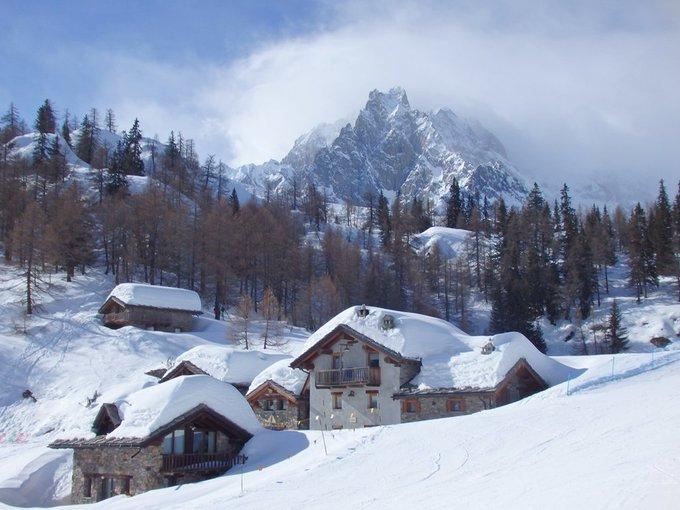 Visita al valle de Aosta, un destino tan poco conocido como estupendo.  [REPORTAJE] ➡️https://t.co/NBdRPiW5Xf  @Pila_ski, @La_Rosiere1850   @CerviniaValt ,  @courmayeur_ski ,  @La_Thuile_ski ,   @zermatt_tourism , @visitmonterosa