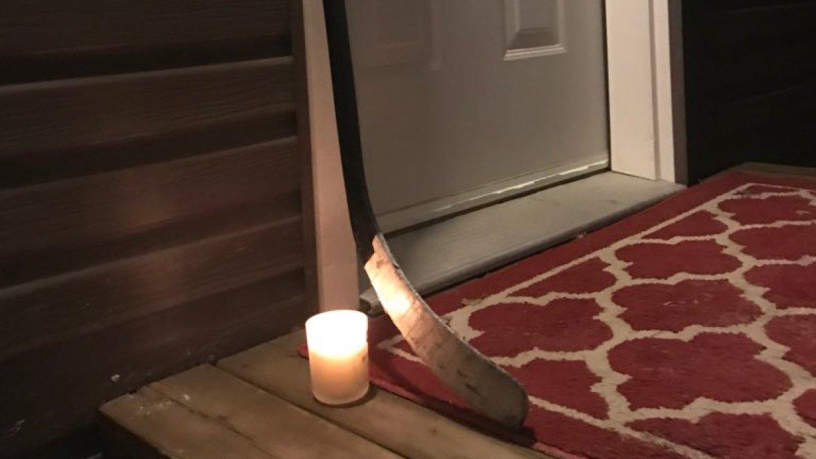 Humboldt Broncos supporters across Canada, U.S. leave hockey sticks outside in tribute 🏒 #PutYourSticksOut https://t.co/FEPdWy8GSW