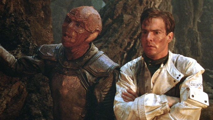 Happy 64th birthday to Dennis Quaid! That reminds me...I need to watch ENEMY MINE again soon!