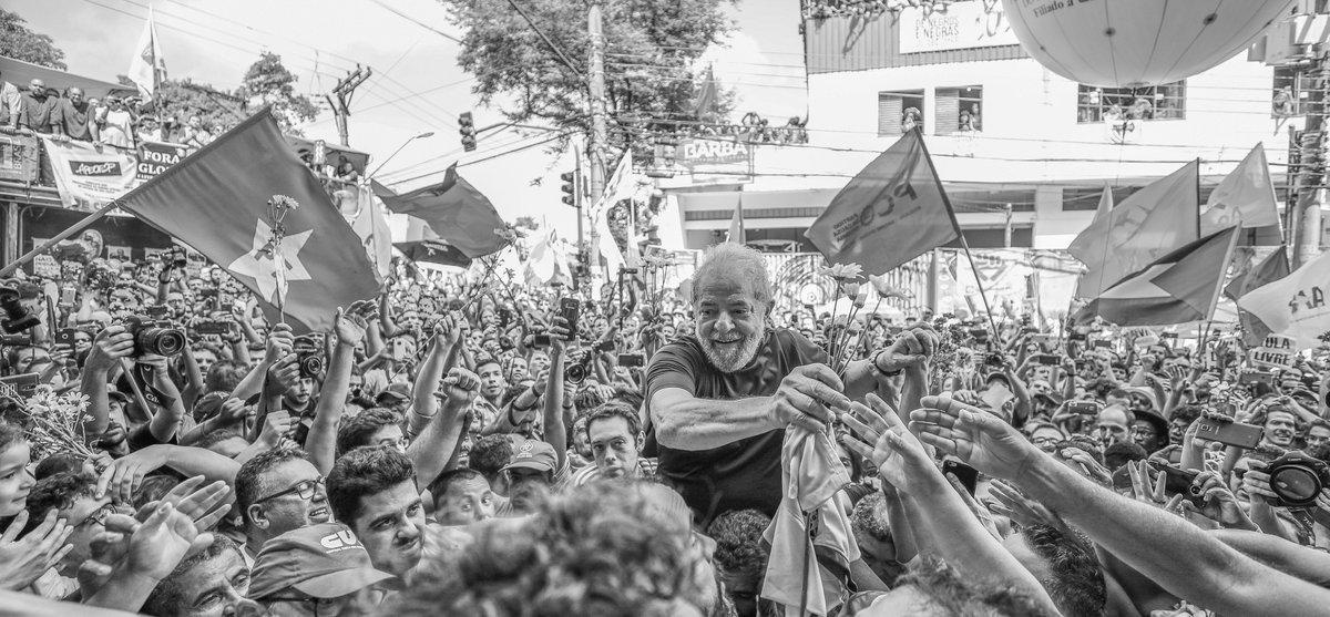 Dilma vai à Espanha e EUA para denunciar Estado de Exceção no Brasil e a prisão política de Lula. Ela vai proferir palestras em universidades e instituições acadêmicas para falar da crise política e dos riscos à democracia brasileira Leia mais: https://t.co/6xXsQoFpGQ