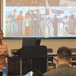 Image for the Tweet beginning: PhD candidate Sayaka Sakuma presenting