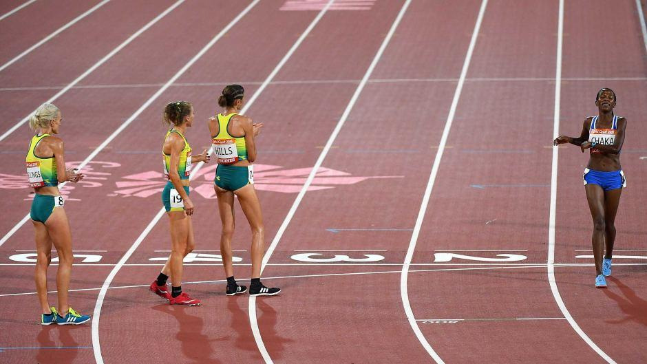 In an act of sportsmanship that may come to define #GC2018, three Australian runners waited on the track for Lesotho's Lineo Chaka to run her last three laps and finish her 10,000m https://t.co/Ic4FUnNd98