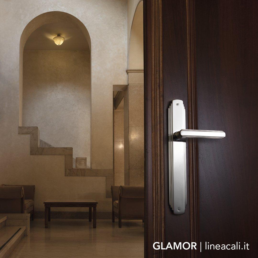 ... Design Dating Back To The XX Century. #lineacali #doorhandle #maniglie # Türgriff #dörrhandtag #poignée #doors  #двернаяручкаpic.twitter.com/Y4R3gJu77N