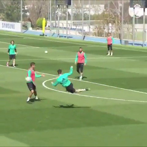 ⚽�� @Cristiano is on fire! #RMCity https://t.co/rahoI5Ed1i