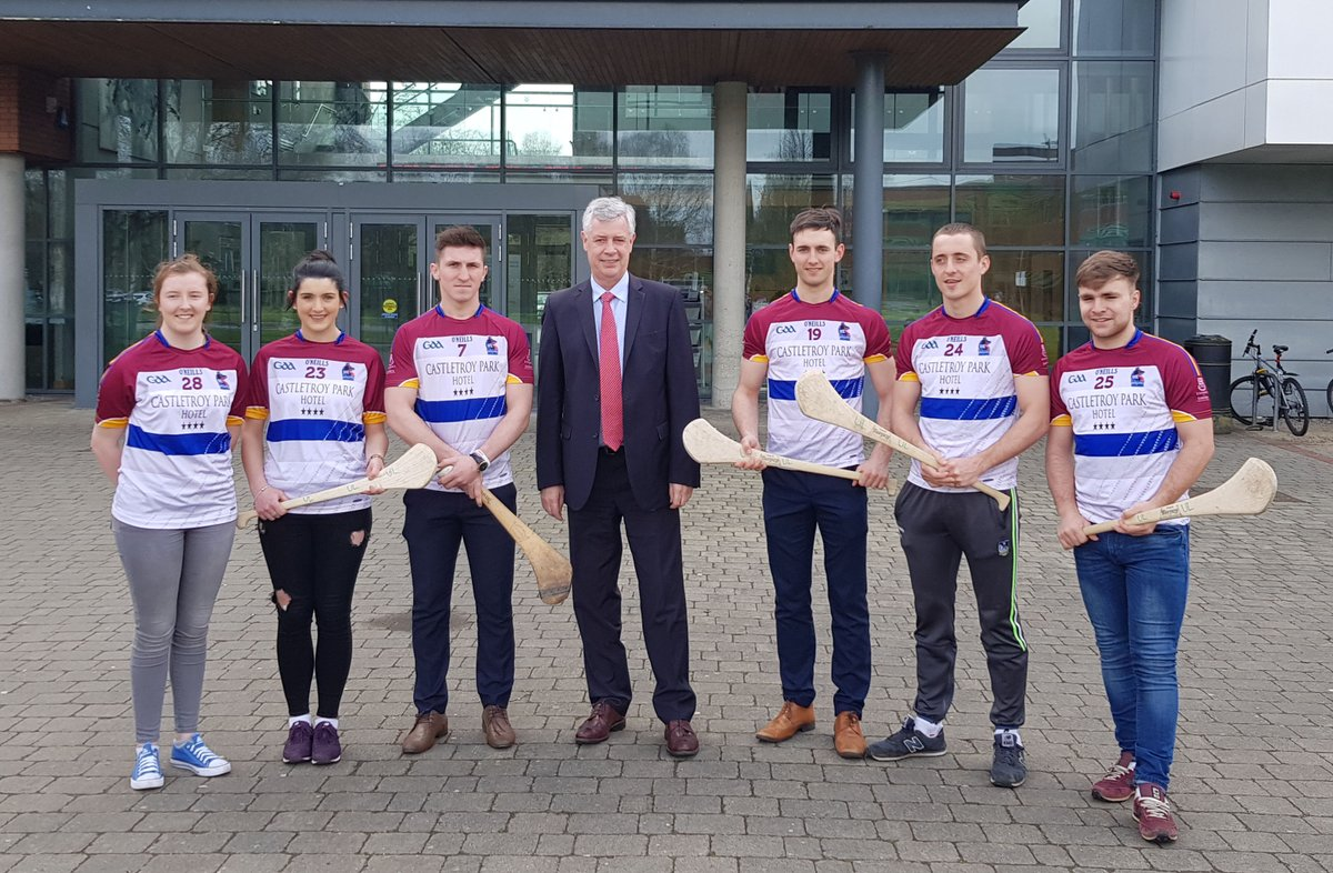 Dr Philip O&#39;Regan, Dean @BusinessAtUL congratulated some of 14 KBS Students on their achievement on the All-Ireland winning Fitzgibbon and Ashbourne Cup teams 2018 #StudyAtUl and #ThinkBigATUL. <br>http://pic.twitter.com/xyTJ58KkWM