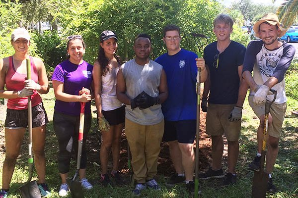 The Student Green Energy Fund (SGEF) is an exceptional example of USFSP&#39;s commitment to sustainability. Learn all about SGEF and get plugged in by visiting this story.   http:// usfsp.edu/home/2018/04/1 3/green-energy-fund-powers-sustainability-projects-on-campus/ &nbsp; …   #USFSP #SoGreenWereGolden #EarthDay2018 #SGEF<br>http://pic.twitter.com/Djt3Q2r3Bv