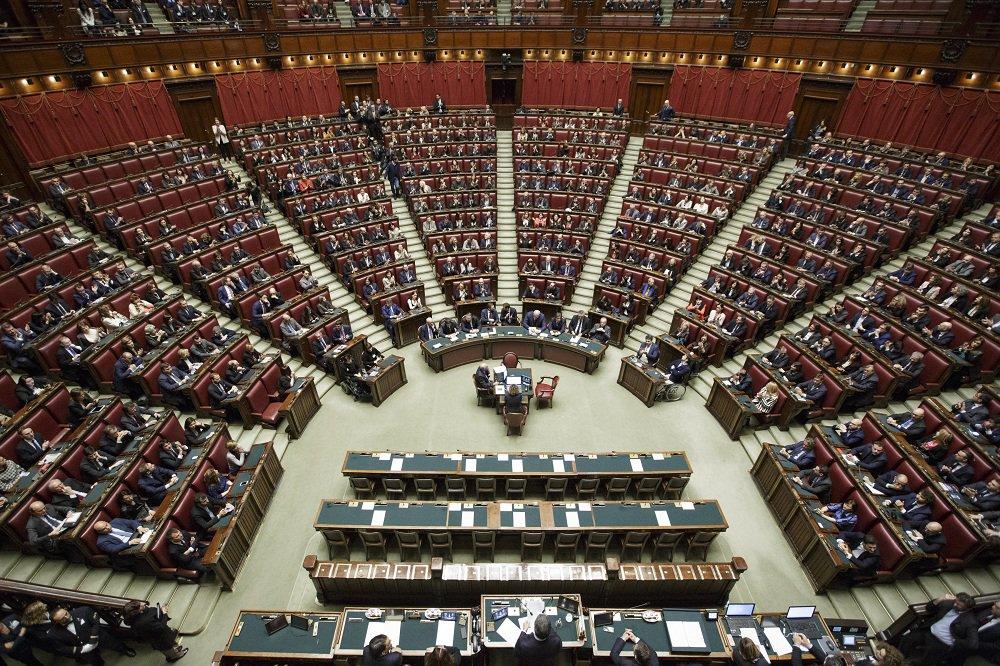 Camera dei deputati montecitorio twitter for Lavorare in parlamento