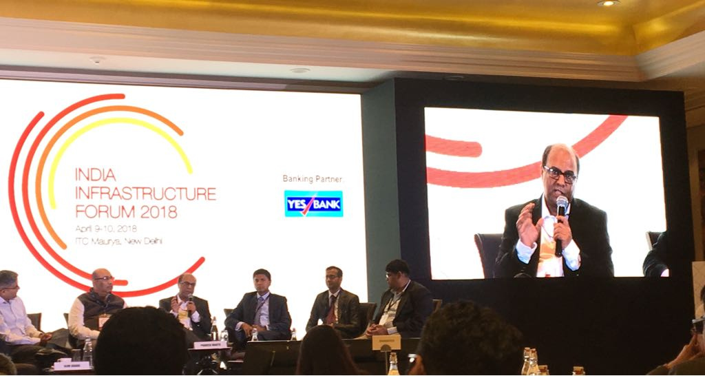 """Praveen Mahto, Advisor, @NITIAayog offers his perspective at the @indiainfraforum: """"Appetite for financing construction projects is low among financiers and the private sector. We need to find financing sources for greenfield projects"""" @YESBANK  @Indianinfra_mag #indiainfraforum"""