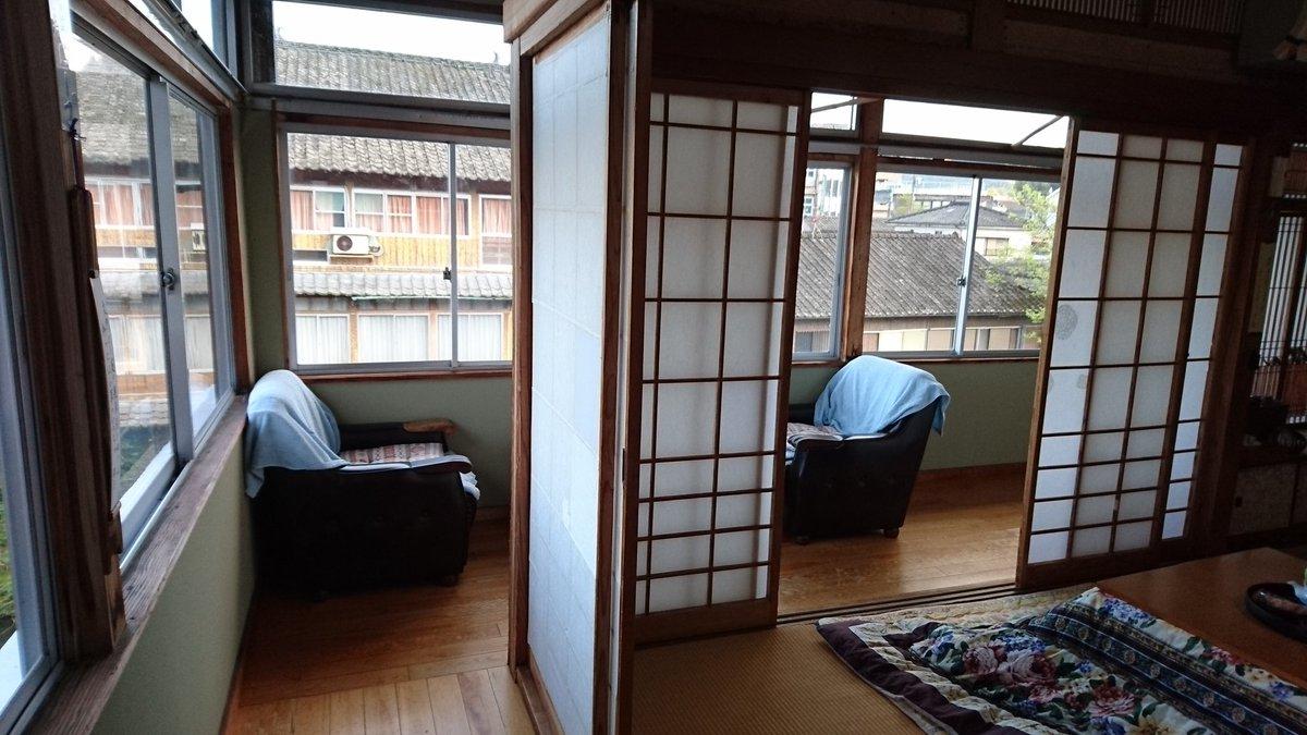 ほんで私の部屋、与謝野晶子が泊まった部屋なんだそうで。窓際謎スペース(広縁というらしい)があったらいいなって思ってたら窓際謎スペースが独立した造りになってて狂喜。