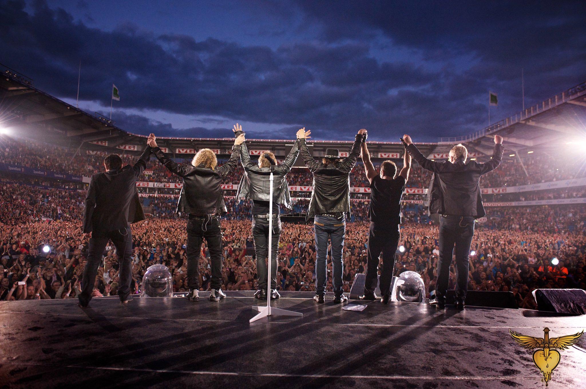 Next up, @rockhall! Use #BonJoviRockHall to share your favorite photos and memories of the band. ��: @davidbergman https://t.co/9lwgEKK2iZ