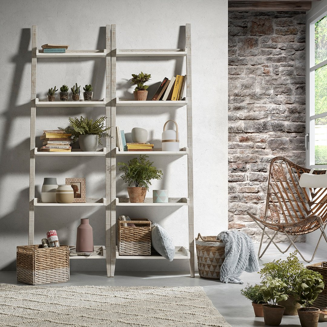 Sometimes a bookshelf or a storage unit just doesn't cut it. Sometimes you need something a little more versatile. Which is why we're loving this Erveaux Storage Ladder 😍 It's perfect for books, plants, knick-knacks, photos, you name it and we want it on a storage ladder! https://t.co/CfEOznupHx