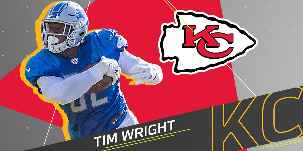 Out of football since 2015.  Now he'll join the @Chiefs offense: https://t.co/4bcgKJourd https://t.co/3eeU3jwBUc