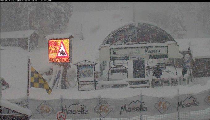Quina nevada!! 30cm i ⬆️⬆️ Va, veniu a gaudir-la, que a #Masella encara queden 20 dies de temporada!  ¡Qué nevadón! 30cm y ⬆️⬆️ Vamos, venid a disfrutarla, en #Masella todavía quedan 20 días de temporada!  #masella #primavera #latemporadanosacaba #powder #springpowder