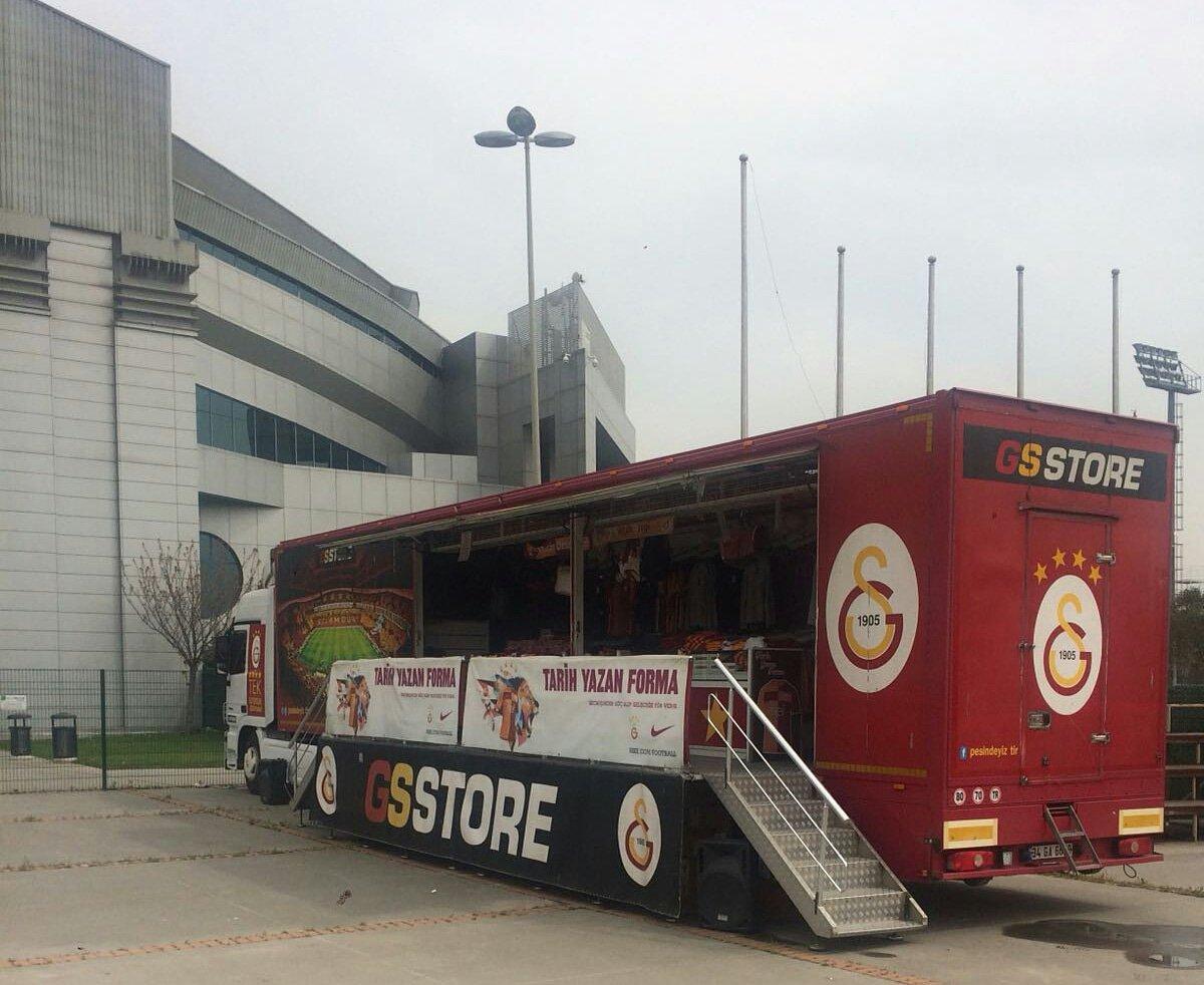 GSStore tırı Sinan Erdem'de taraftarlarımızı bekliyor. Final t-shirt 19,05TL, t-shirt alana maç bileti hediye!