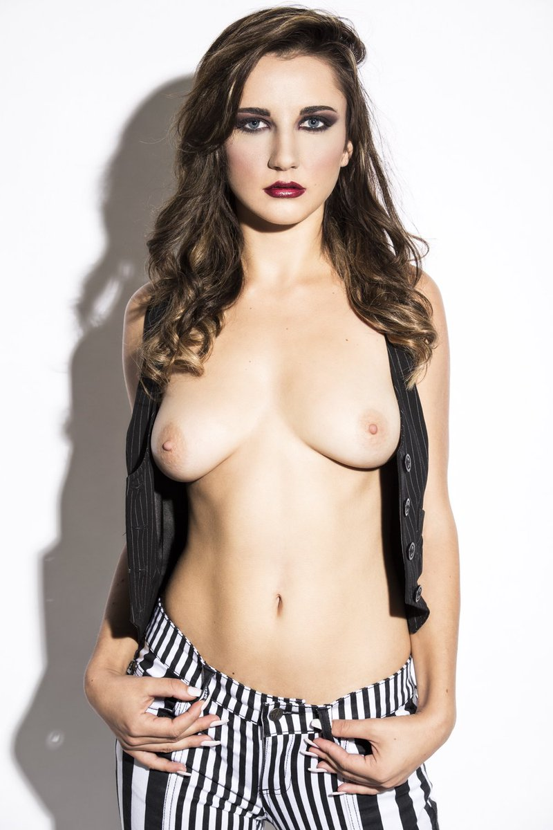 Glamor girl nude photo
