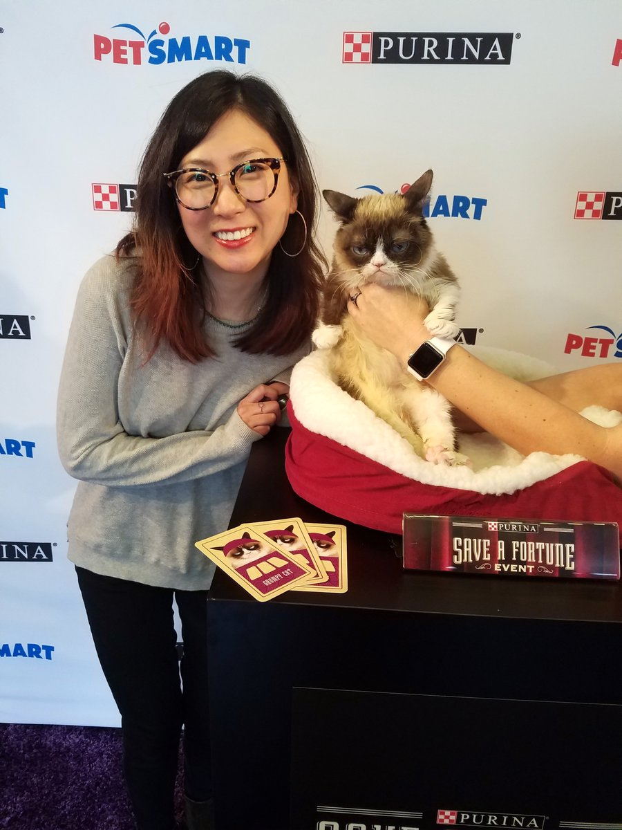 Heres Patty w the one and only @realgrumpycat at her birthday party in NYC! We did a recap of the party and ways you can save some cash-ola thanks to Grumpy Cat with @petsmart and @purina now til May 18. thatcatblog.com/home/grumpy-ca… #FortunaForAll #cbias #ad @sofablife