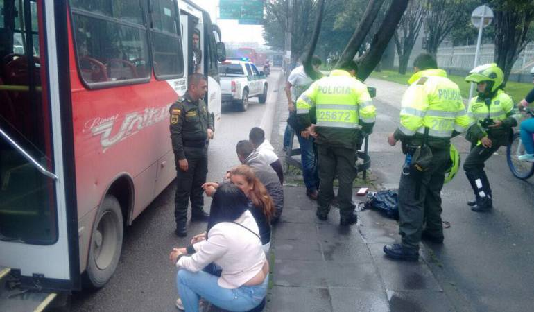 #6AM | Escoltas de @IvanDuque frustran atraco masivo en un bus en #Bogotá   ---> https://t.co/ME7TpAX2Fg