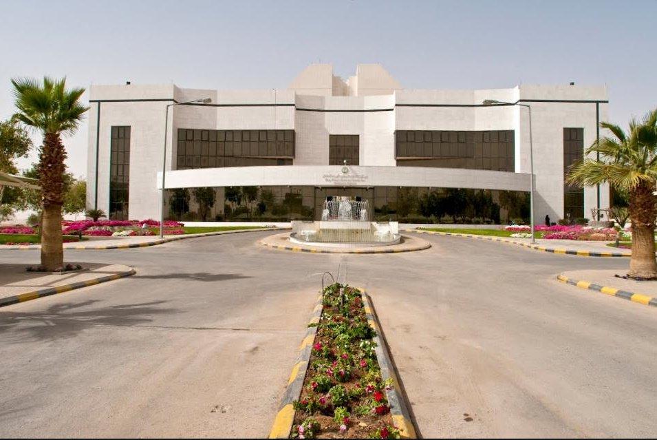 الحالة النفسية والخلافات العائلية أبرز معاناة الأطفال المصابين بالسرطان في السعودية أخبــــــار