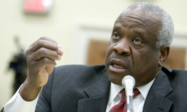 The legal team challenging the #HarvardAdmissions policy as racially discriminatory will be comprised of four former law clerks to #ClarenceThomas.  http:// ow.ly/DRi530jrAmB  &nbsp;  <br>http://pic.twitter.com/PHHopWFnES