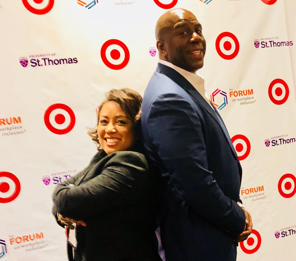 Thank you @MagicJohnson for being an approachable, inspirational business person and community leader ... your keynote today was A-mazing!  🔥🔥🔥 #Workplaceforum2018 https://t.co/U1bUNUr9mk