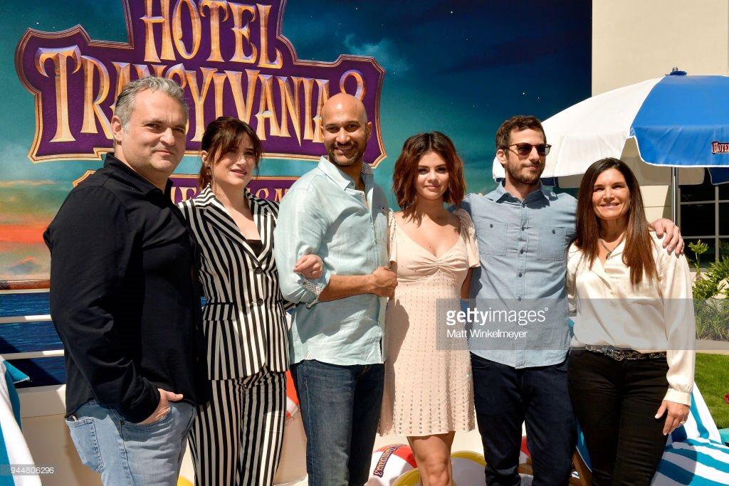 �� | Selena and more #hoteltransylvania3 cast at Sony Studios https://t.co/9toTnnEz4v