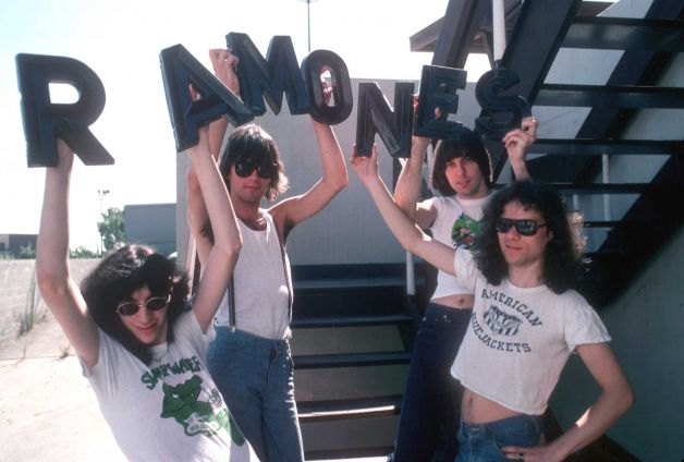 b319343a6e9 The Ramones used to wear crop tops back in the day.pic.twitter .com/QXgVlFvsSg