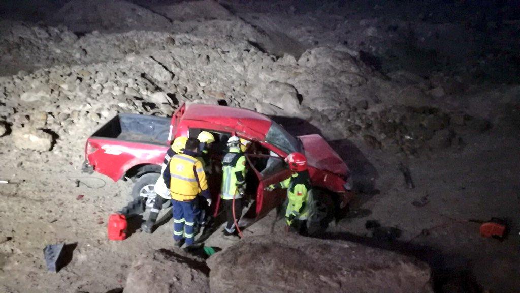 El conductor del automóvil rojo permanece grave.