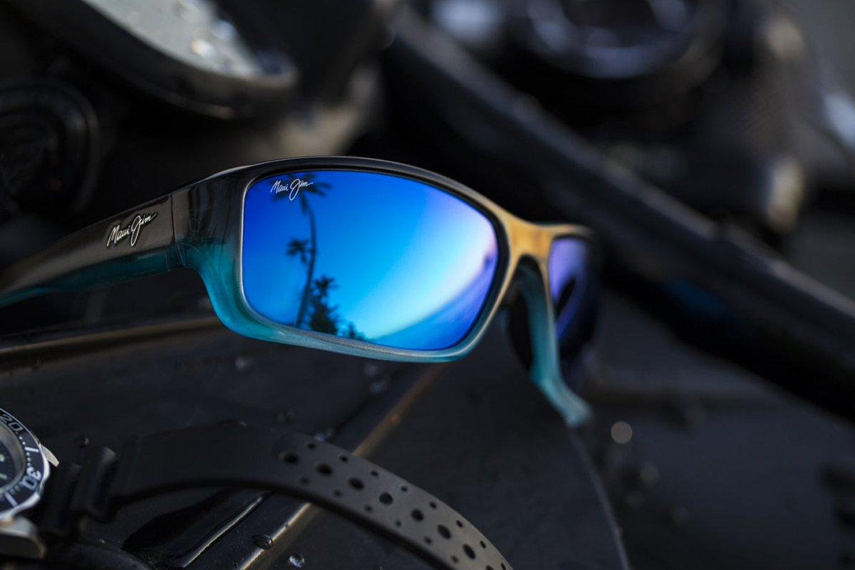 cf76d69d1f6 #BarrierReef http://www.mauijim.com/US/en_US/shop/sunglasses/wrap/barrier- reef …pic.twitter.com/oGKtla7D9p