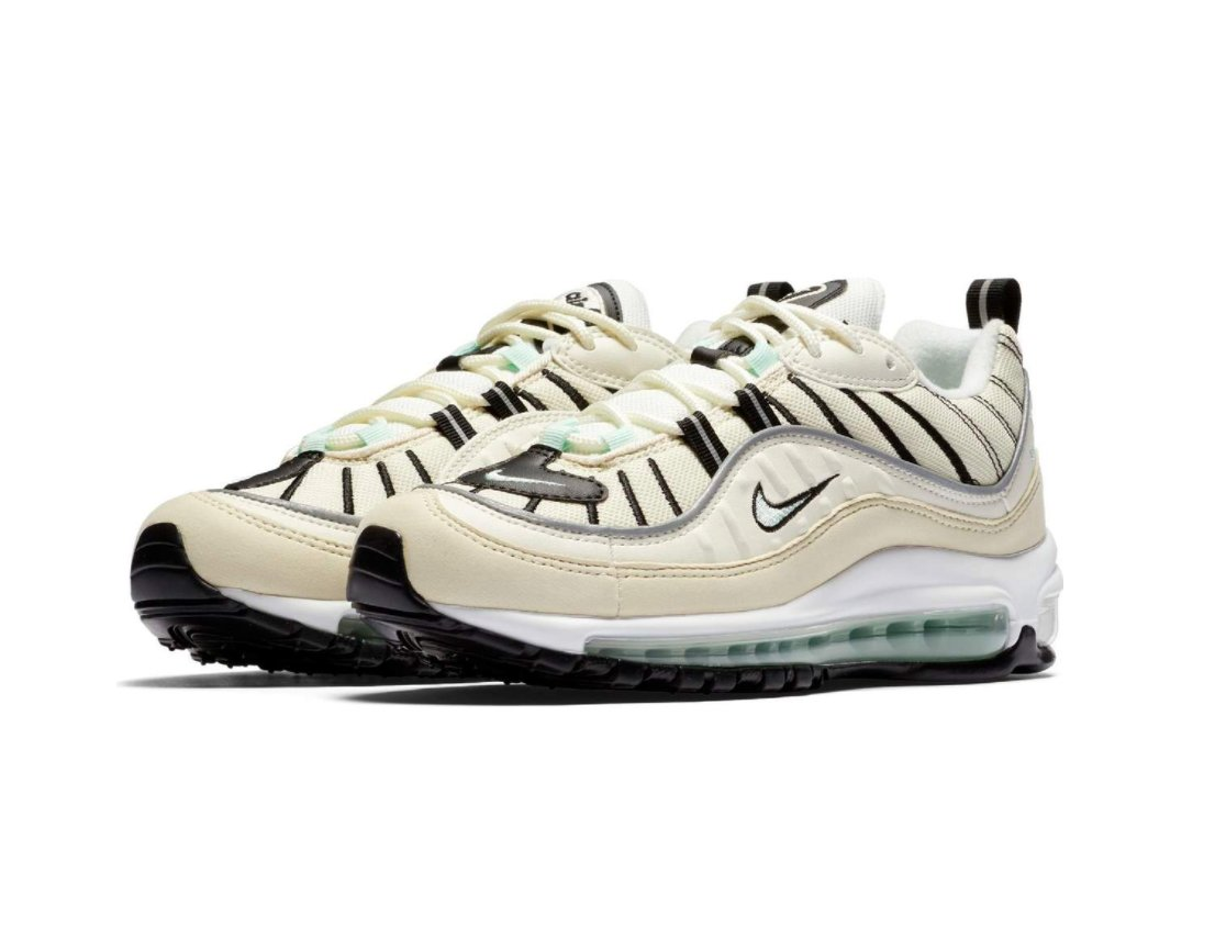 premium selection f1e59 8a220 Sneaker Shouts™ on Twitter: