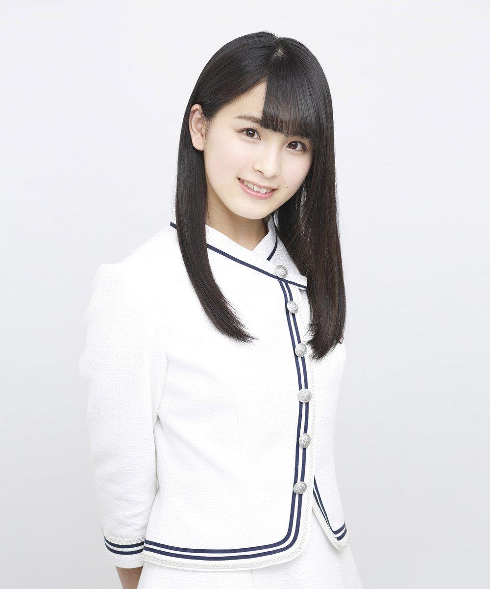 白い衣装の大園桃子です。