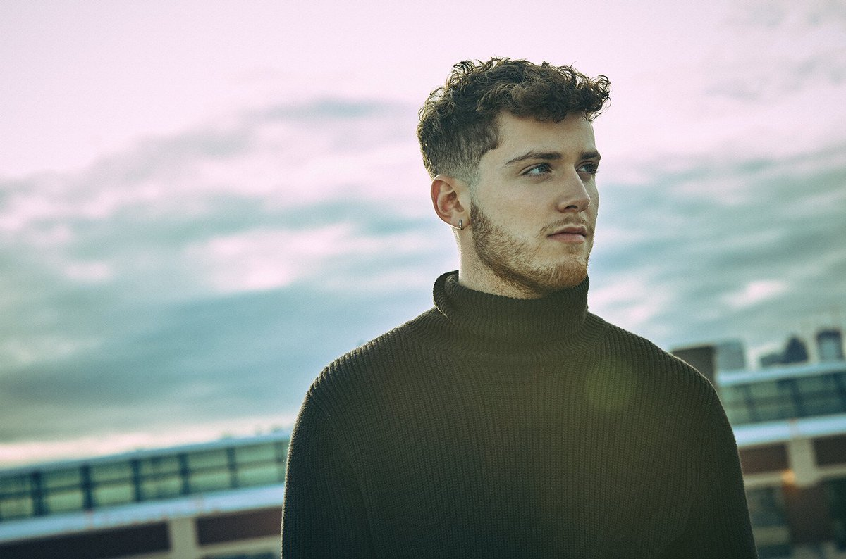 Apple Music taps @Bazzi as latest 'Up Next' artist and previews acoustic 'Mine' clip https://t.co/rCsiLR1dpp