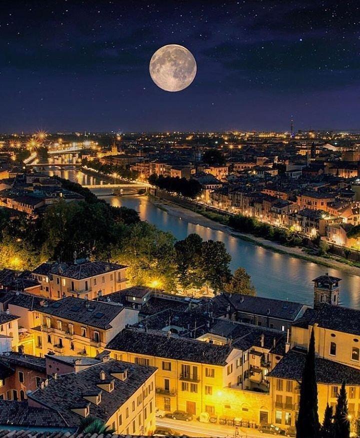 Луна в риме фото