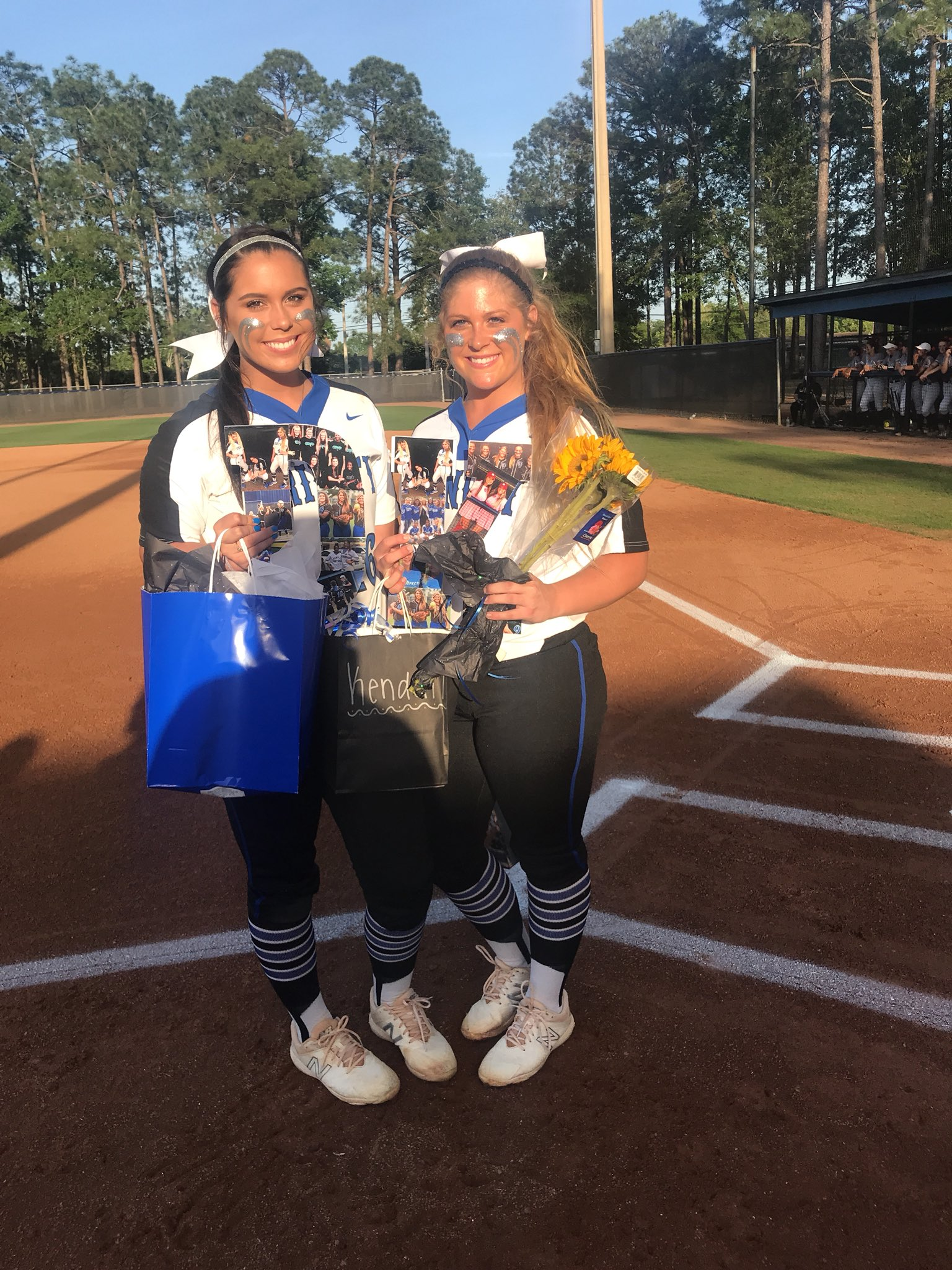 Our Seniors @desiconnell and @KendallLeigh47   We love you!! https://t.co/zAqFvI7v0D