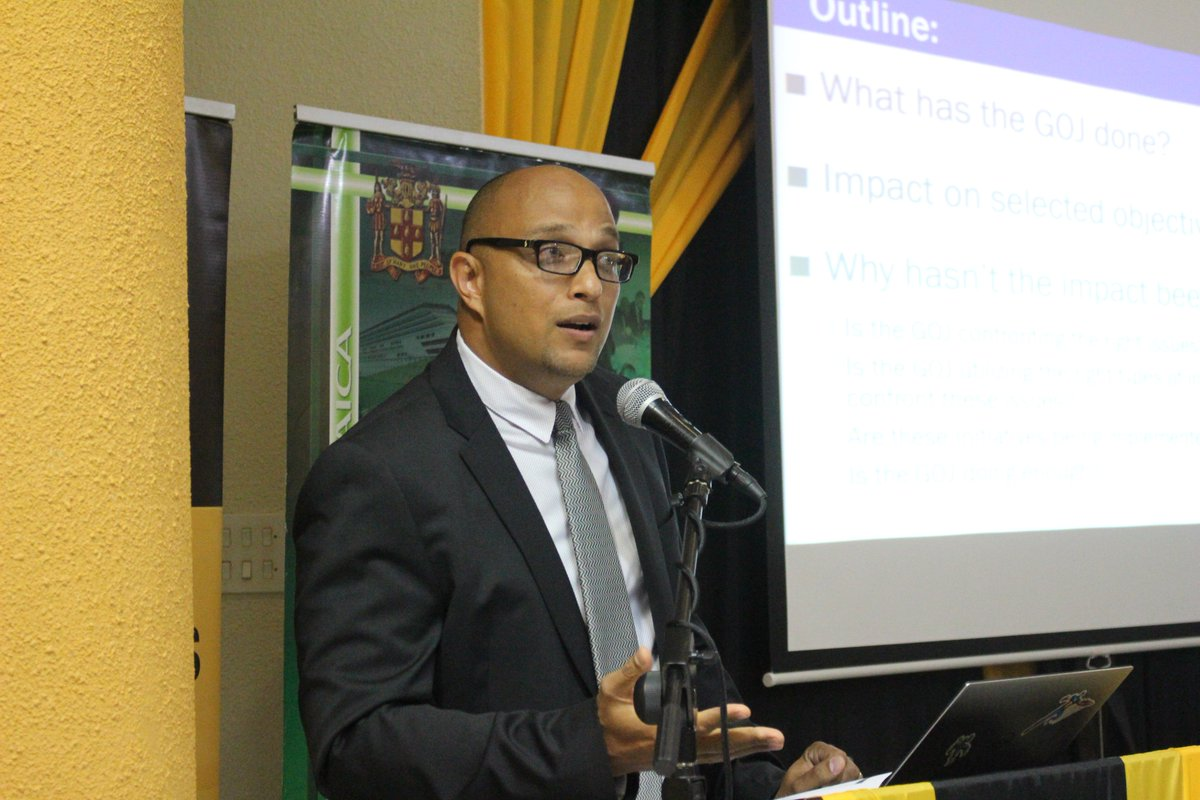 David Tennant, Head of #UWI Department of Economics highlights steps taken by the Gov&#39;t to facilitate economic growth. He is currently addressing a public forum at #UWI on the topic: &quot;Where is the Growth? Assessing the GOJ&#39;s recent growth-inducement efforts. #PIOJ<br>http://pic.twitter.com/KCjd4ofAsV