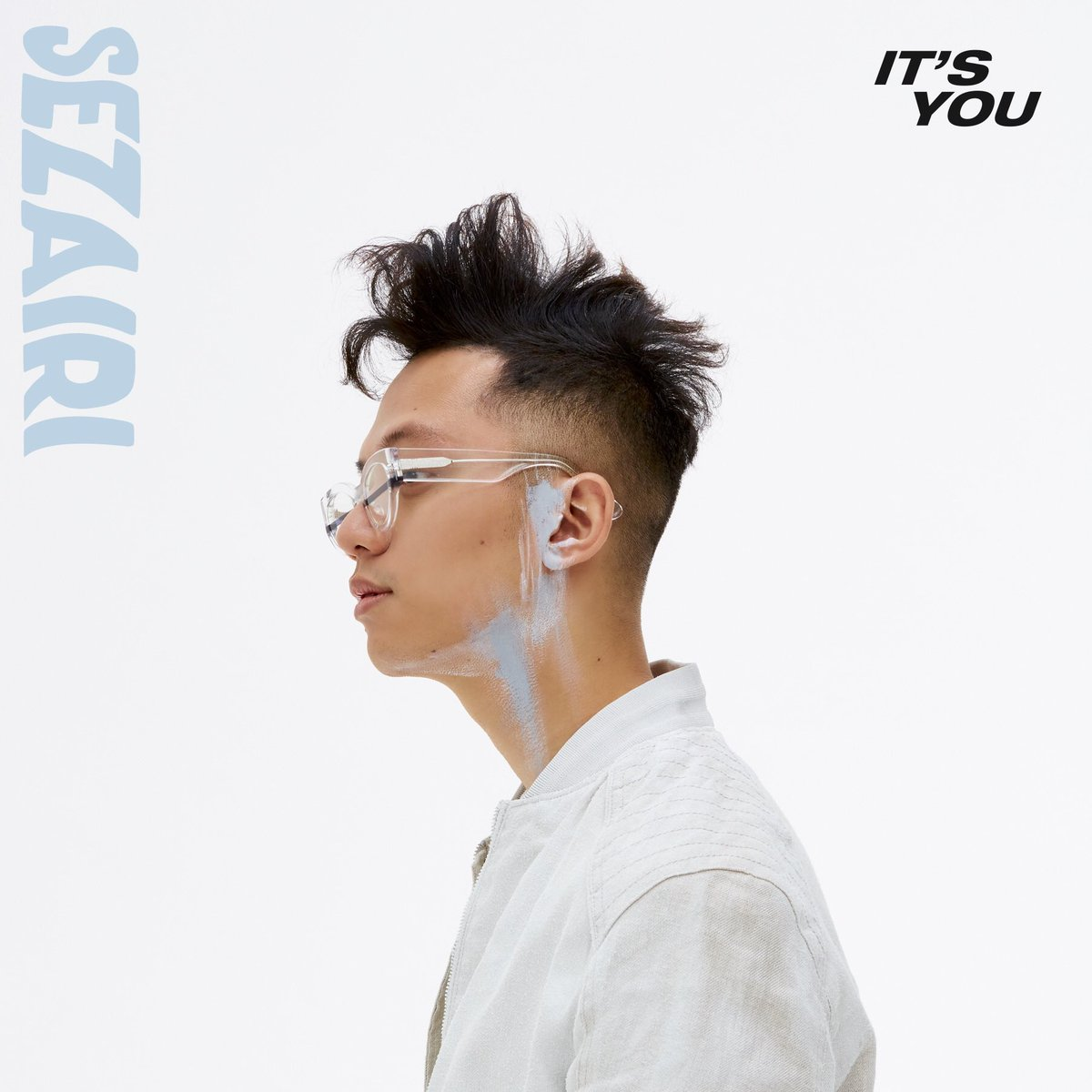 New single #ItsYou out now on digital. Let me know what you think? HAPPY FRIDAY! https://t.co/0KwCmjvh6r https://t.co/mbc72OP4am